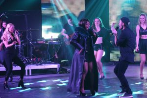 whitney_one-moment-in-time_the-tribute-concert_show_nya-king-und-crew_2017_resetproduction