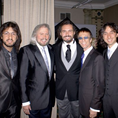 massachusetts_das-bee-gees-musical_gallery-17_The_Italien_Bee_Gees_Barry_Gibb_and_Robin_Gibb_KF